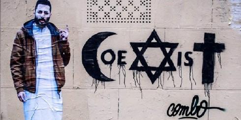 C/O http://culturebox.francetvinfo.fr/tendances/street-art/combo-agresse-a-paris-pour-un-tag-pronant-la-coexistence-211127
